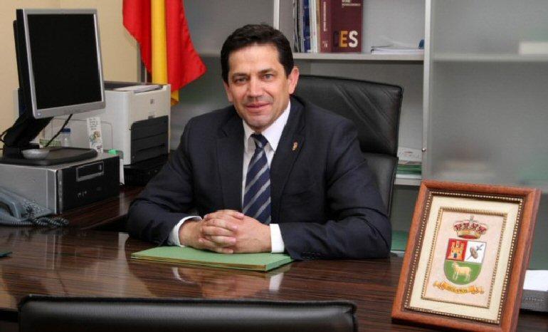 El-alcalde-de-Bolaños-se-sube-el-sueldo-y-libera-a-cinco-concejales-más