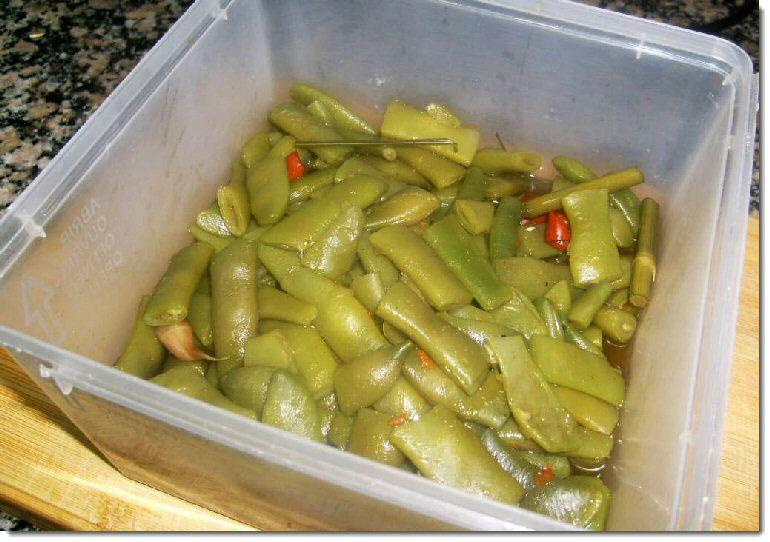 taperware-con-judias-verdes-al-estilo-berenjenas-de-almagro