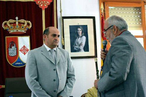 Julián Muñoz entrega la vara de mando al nuevo alcalde Julian Triguero Calle