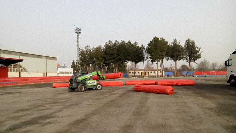 Pozuelo de Calatrava Hoy se ha recibido el césped artificial para la terminación de las obras de su instalación en el Campo de Fútbol Municipal