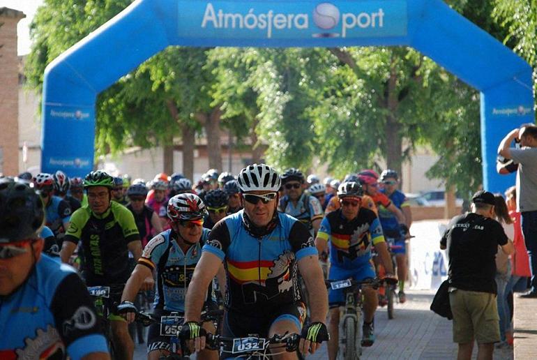 Más de 200 participantes tomaron la salida de la II Ruta Cicloturista de Torralba de Calatrava