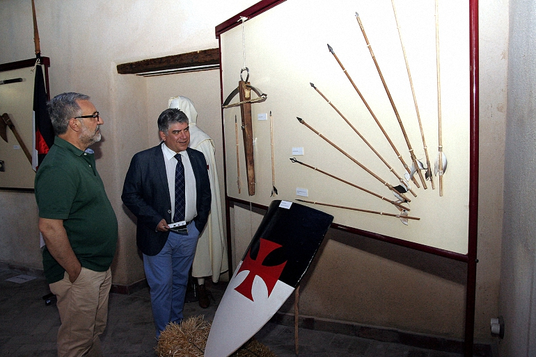 Aldea del Rey inauguró las exposiciones dedicadas a las armas medievales y al Colegio de Guardias Jóvenes