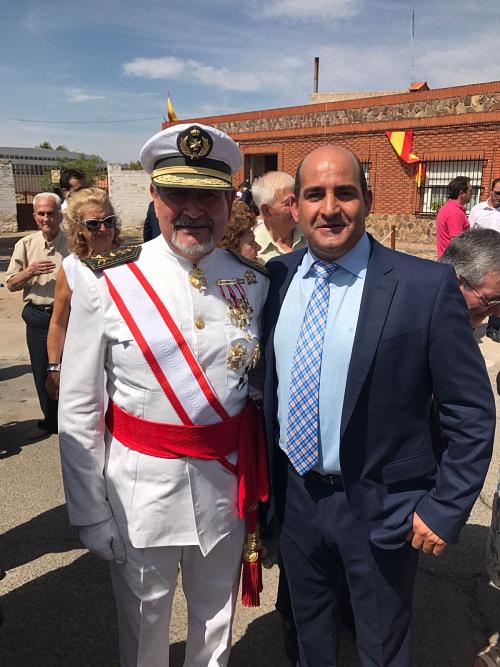 Julian Triguero acompañado del General Inspector de la Sanidad Militar, Santiago Coca Menchero