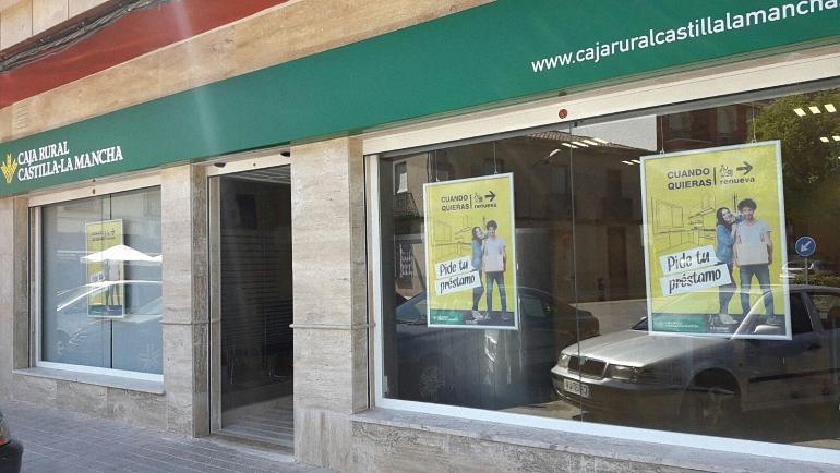 Pozuelo de Calatrava Caja Rural Castilla La Mancha cambia su sucursal a un local más amplio para ofrecer más servicios a sus clientes