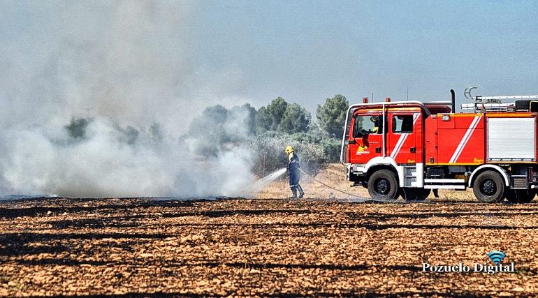 Pozuelo de Calatrava Emergencia Ciudad Real extingue el fuego de un barbecho a la salida del pueblo