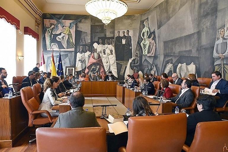 La Diputación de Ciudad Real y la Junta de Comunidades destinan 24 millones de euros para atender con un trabajo a los parados de la provincia