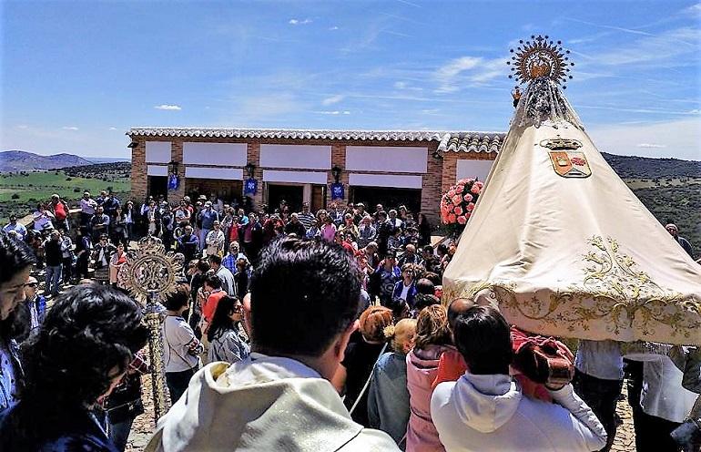 Pozuelo de Calatrava Multitudinaria celebración de la Misa de la Justicia que cierra los actos primaverales en honor a la patrona la Virgen de los Santos