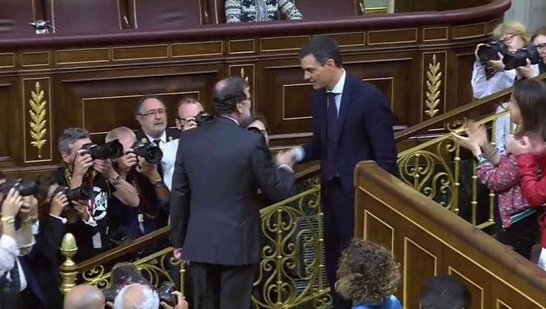 Pedro Sánchez, el primer presidente sin ser diputado e investido tras una moción de censura