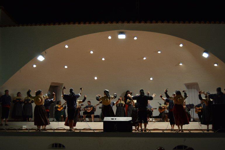 Pozuelo de Calatrava La Asociación de Coros y Danzas Virgen de las Cruces de Daimiel nos acercó a nuestros bailes regionales