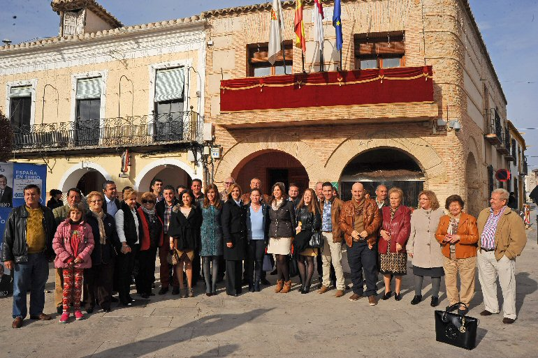 Campo de Calatrava María Dolores Cospedal se reunió con alcaldes de nuestra comarca para recordarles que no se puede perder ningún voto