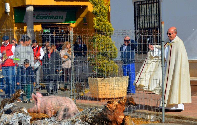 Valenzuela-de-Calatrava-celebró-la-festividad-de-San-Antón-que-revive-año-tras-año-la-riqueza-de-sus-tradiciones