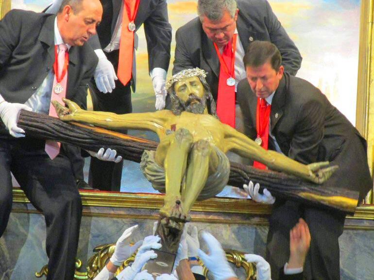 Torralba-de-Calatrava-rinde-honores-al-Santísimo-Cristo-del-Consuelo-tras-su-restauración
