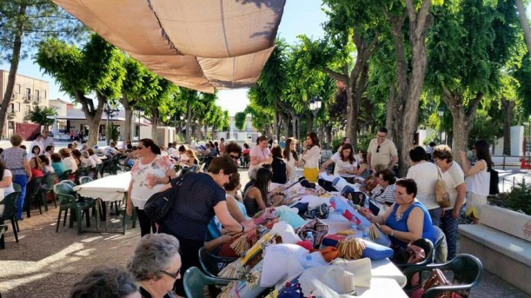 Carrión de Calatrava El IX Encuentro de Encajeras reunió a más de 300 amantes de los bolillos