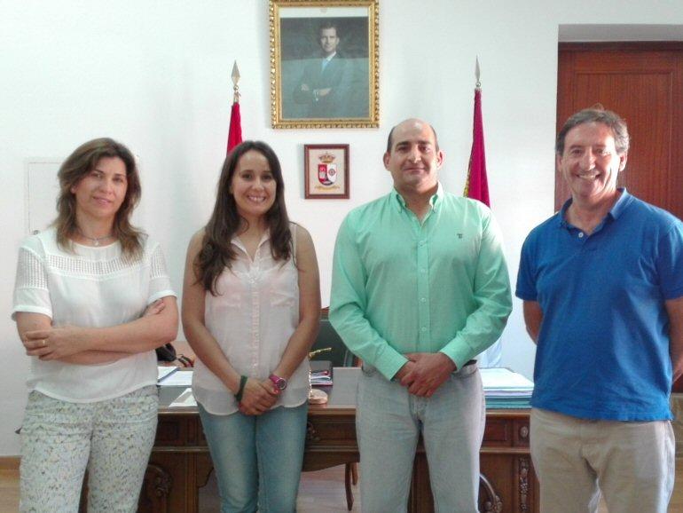 Pozuelo de Calatrava El Ayuntamiento firma un convenio de colaboración con la Asociación Proyecto Hombre