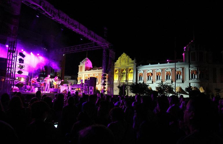 Rozalén inaugura los Conciertos en la Plaza con un éxito rotundo