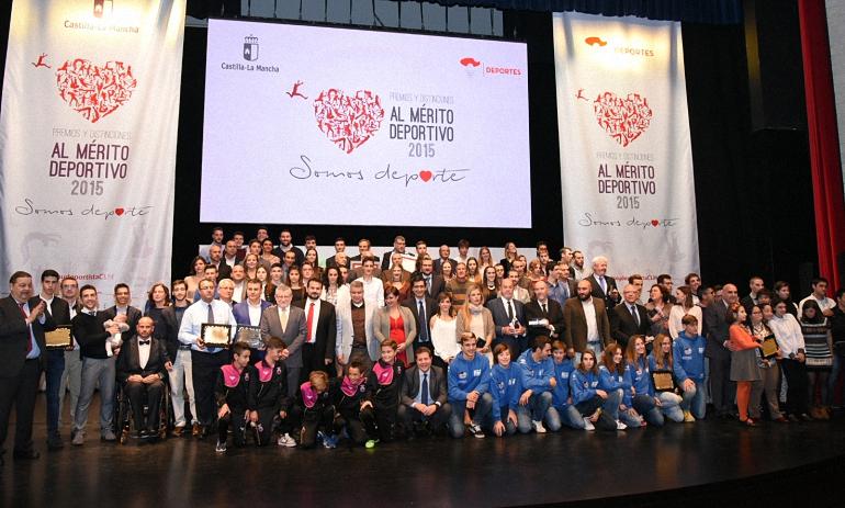 gemma-arenas-y-matias-gomez-reciben-la-medalla-de-plata-al-merito-deportivo-en-castilla-la-mancha-en-2015
