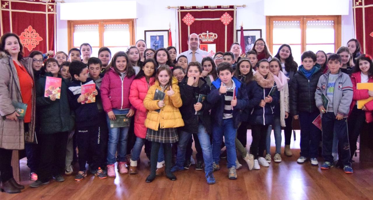 pozuelo-de-calatrava-alumnos-de-quinto-de-primaria-celebran-la-constitucion-espanola-en-el-salon-de-plenos-del-ayuntamiento