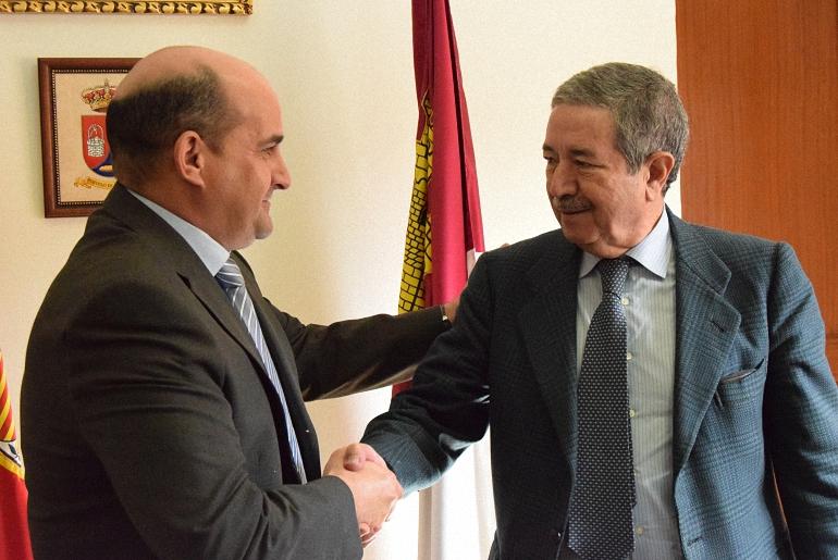 Firma del convenio de colaboración entre el Ayuntamiento de Pozuelo de Calatrava y el Aeropuerto de Ciudad Real