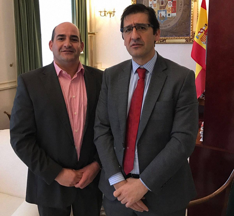 Pozuelo de Calatrava Julián Triguero se entrevista con el presidente de la Diputación para presentarle las necesidades del municipio