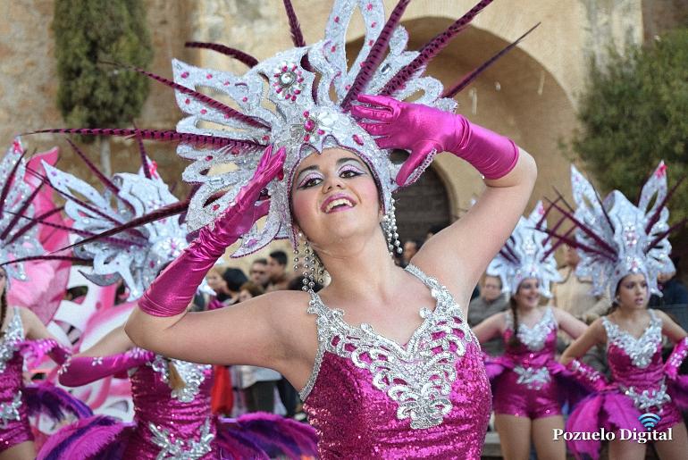 Pozuelo de Calatrava disfrutó de un desfile de carrozas y comparsas donde las tres asociaciones mostraron lo mejor de sí mismas