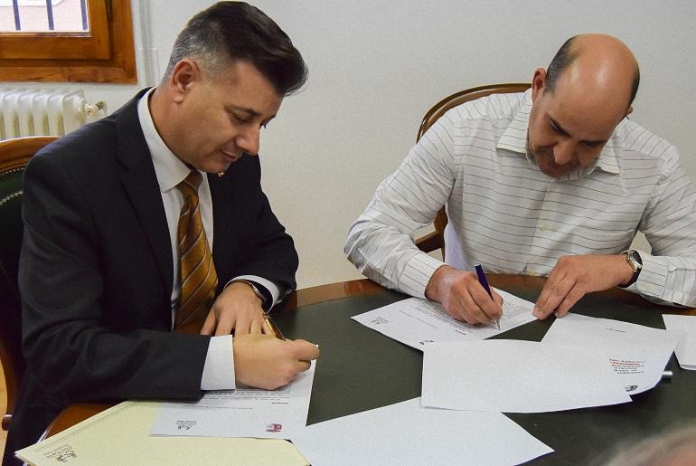 El Ayuntamiento de Pozuelo de Calatrava y COCEMFE firman un acuerdo que potencie la empleabilidad de las personas con discapacidad