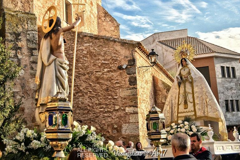 Pozuelo de Calatrava Emotivo Encuentro entre Jesús Resucitado y la Virgen del Rosario