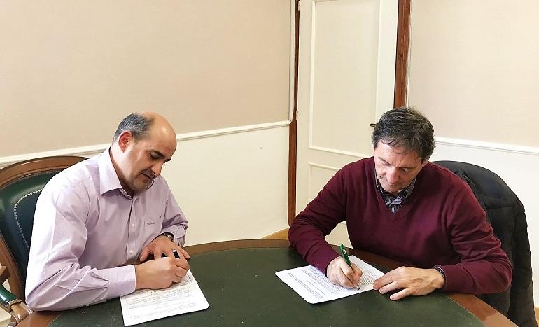 Firma de la renovación entre el Ayuntamiento de Pozuelo de Calatrava y la Asociación Proyecto Hombre