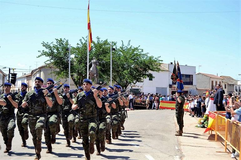 Granátula de Calatrava El BHELA I en el homenaje a la bandera en el 225 Aniversario del nacimiento del General Espartero