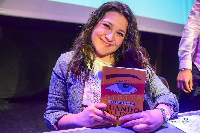 """Sara Cuchillero presentó oficialmente su primera novela """"Cuando encuentre tu mirada"""""""