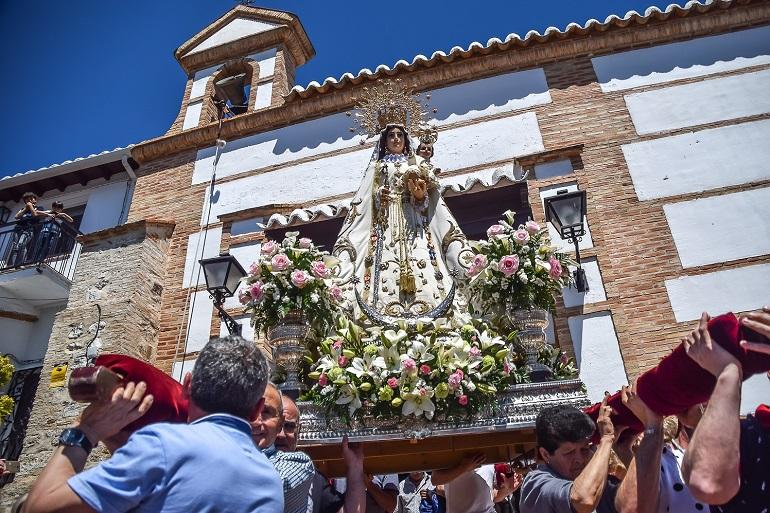 """Miles de pozueleños y visitantes celebran con intensidad la romería de su patrona la """"Virgen de los Santos"""""""