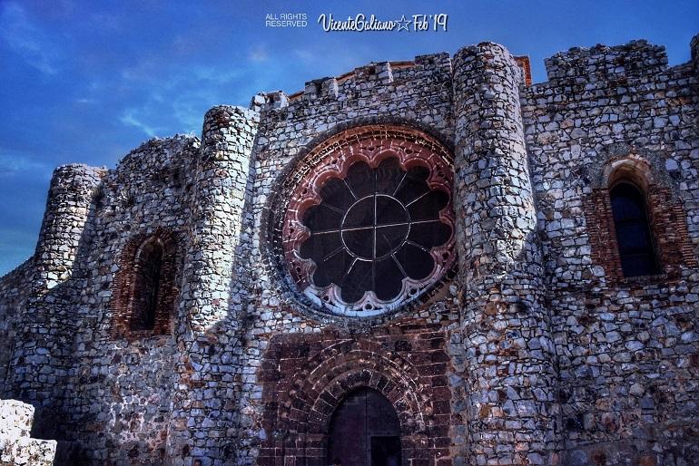 Aldea del Rey Álex de la Iglesia empieza el rodaje de 30 Monedas en el Castillo de Calatrava