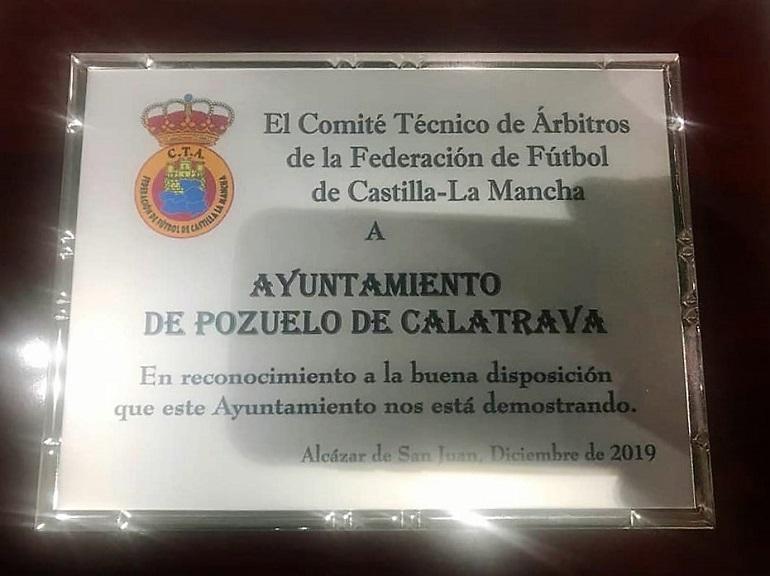 Placa de reconocimiento al Ayto de Pozuelo de Cva por el Comité de Arbitros de CLM